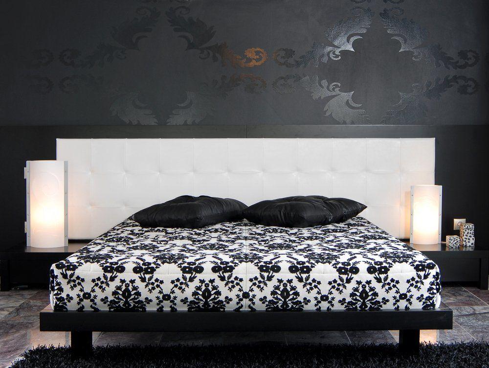 Schwarzes Schlafzimmer   Bett Weiss Schwarz