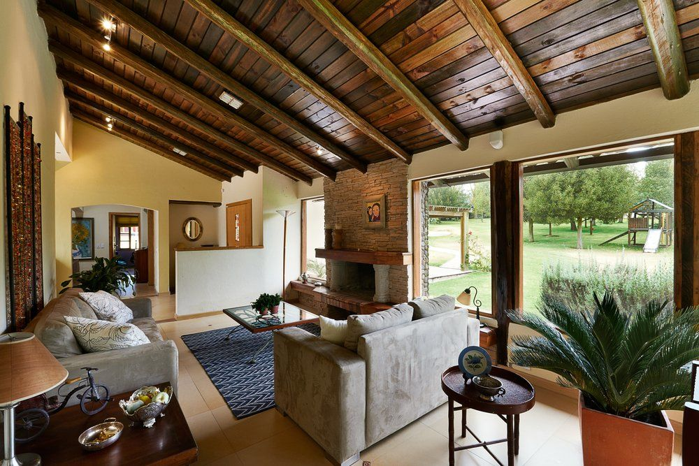 R ckbesinnung auf natur im wohnzimmer ratgeber haus garten - Decoracion de techos rusticos ...