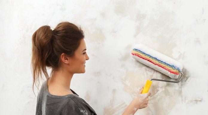 Ratgeber Dunkle Wand streichen - Hohe Deckkraft