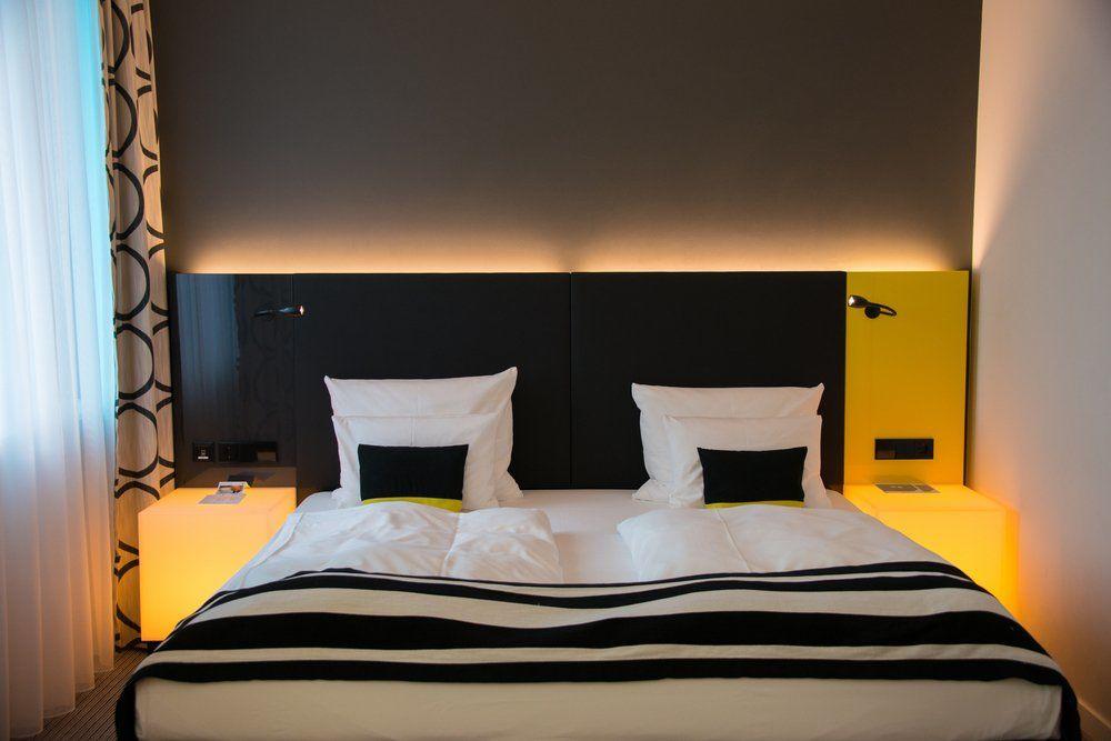 Attraktiv Beleuchtung Schlafzimmer   Beleuchteter Nachttisch