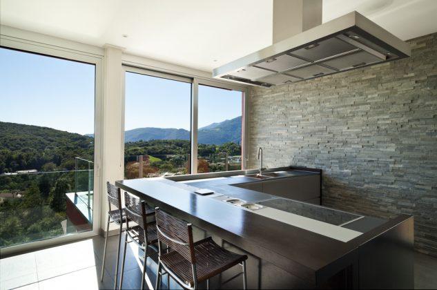 Küchen aus Beton und Stein - Steinwand