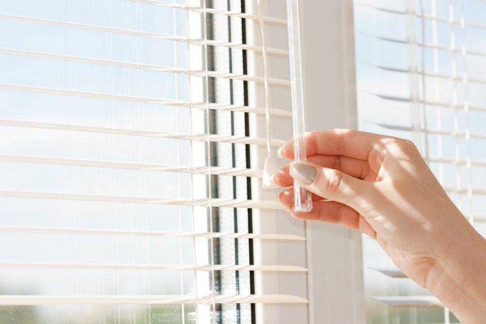 tipps sonnenschutz f r das fenster ratgeber haus garten. Black Bedroom Furniture Sets. Home Design Ideas