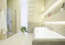 Badezimmer Beleuchtung - Badezimmerspiegel Deckenbeleuchtung Photographee.eu/shutterstock.com