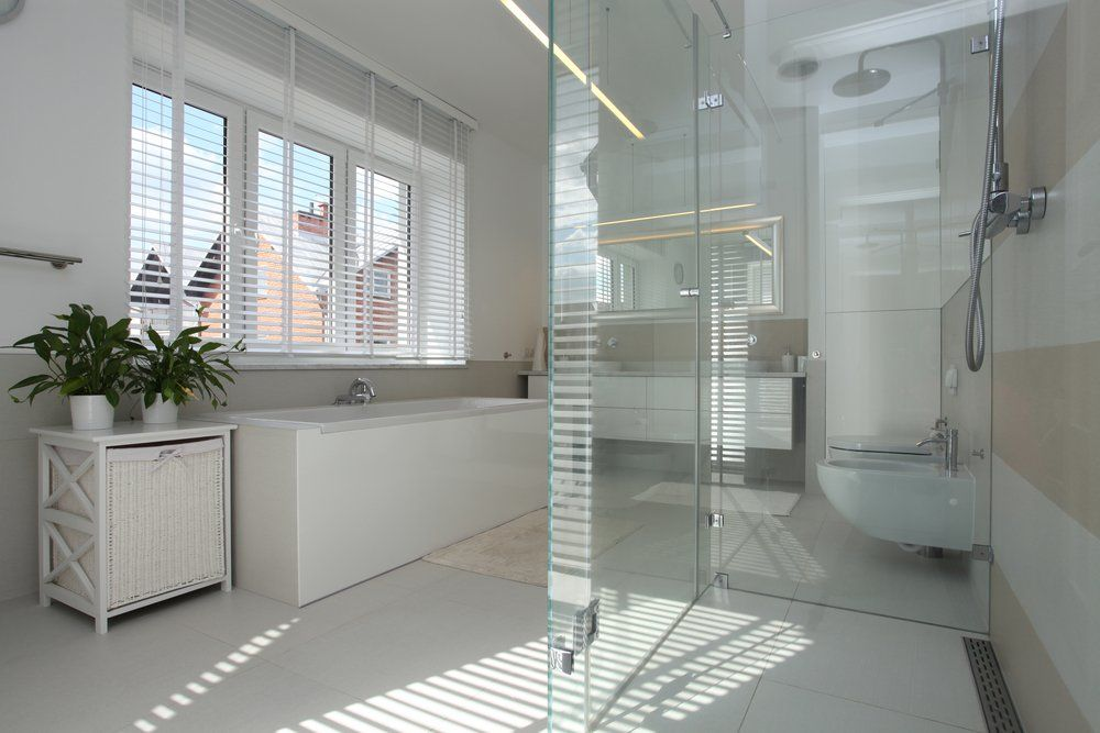 glas im badezimmer ratgeber haus garten. Black Bedroom Furniture Sets. Home Design Ideas