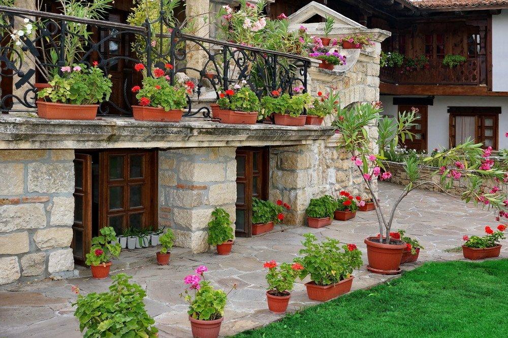 Aussenterrasse mit Naturstein gestalten · Ratgeber Haus & Garten