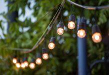 Lichterkette im Sommer Terrase