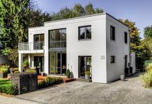 Kubus Haus mit Neuer Fassadenfarbe
