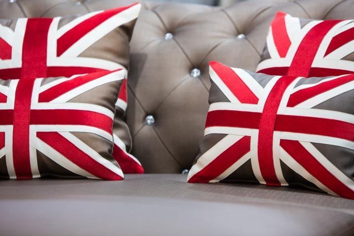 Einrichtung British England Chesterfield Sofa Sessel Flagge Kronleuchter