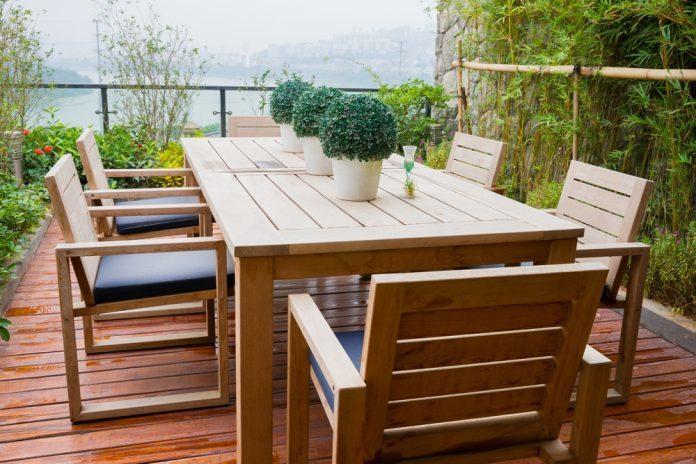 Bekannt Gartenmöbel aus Holz reinigen und pflegen · Ratgeber Haus & Garten CL96